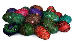 Look at these gorgeous Dragon eggs! Dragon Tea, Clay Dragon, Dragon Crafts, Clay Projects, Diy Craft Projects, Projects To Try, Crafts To Do, Clay Crafts, Arts And Crafts