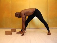 When Keith Mitchell, the former NFL linebacker turned yogi stopped by Yoga Shanti in Manhattan. Yoga Sequences, Yoga Poses, Psoas Release, Meditation, Yoga For Stress Relief, Tight Hip Flexors, Back Pain Exercises, Psoas Muscle, Online Yoga