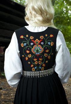 Elf The Musical, Folk Costume, Costumes, Mode Russe, Norwegian Clothing, Norway Viking, Scandinavian Fashion, Folk Fashion, Traditional Dresses