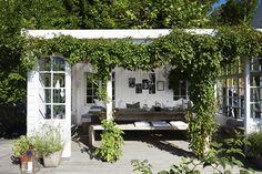 Familien bor ved Oslo Fjord og råder over 70 til rendyrk Garden Show, Dream Garden, Home And Garden, Outdoor Rooms, Outdoor Living, Outdoor Decor, Back Gardens, Outdoor Gardens, Scandinavian Garden