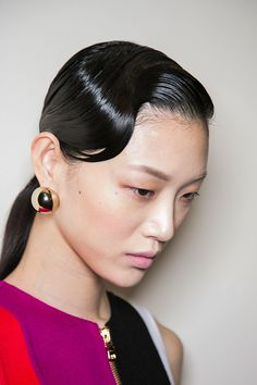 Pin for Later: Breathtaking Beauty Looks From Paris Fashion Week Salvatore Ferragamo Fall 2016 Salvatore Ferragamo, Runway Hair, Slick Hairstyles, Vintage Hairstyles, Grunge Makeup, Editorial Hair, Half Up Half Down Hair, Finger Waves, Hair Reference