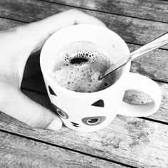 Du mal à démarrer aujourd'hui... mais ça fait du bien de rien faire ;) Joli samedi les poissons :) #mug #panda #hetm #coffee #blackandwhite #bw #frenchblogger #whitebird #goldfishgangblog