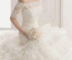 lace wedding dress. perfect!