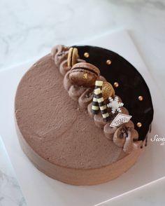 #초코케이크 달달한 초콜릿❤️ . #생일케이크#초콜릿#초코#케이크#케익#생일#생크림#디저트#베이킹#인스타푸드#디저트그램#선물#chocolat#cake#cookies#birthday#sweet#dessert#baking#foodpic#おやつ#ケーキ#スイーツ#デザート