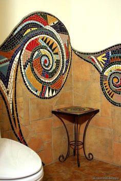 Mosaico en pared de baño.