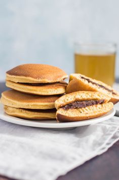 This recipe for the classic Japanese confection Dorayaki makes delicious pancakes stuffed with a sweet filling, such as azuki. Japanese Treats, Japanese Desserts, Japanese Food, Tempura, Sashimi, Dorayaki Recipe, Mochi, My Recipes, Cake Recipes