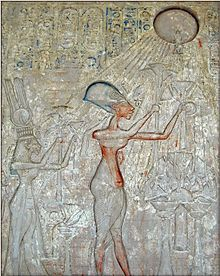 Pharaoh Akhenaten (center) and his family worshiping the Aten, with characteristic rays seen emanating from the solar disk.