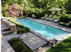 Terrace to the pool by Jennifer Anderson Design & Development - Kleiner Terrassengarten - Paisagismo Small Swimming Pools, Small Backyard Pools, Backyard Pool Designs, Small Pools, Swimming Pools Backyard, Swimming Pool Designs, Pool Landscaping, Outdoor Pool, Outdoor Lounge
