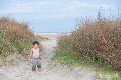 Black and White Beach Photography: Guide Take Better Photos – B & W Photography ltd Beach Photography Tips, Little Boy Photography, Passion Photography, Photography Camera, Photography Tutorials, Family Photography, Beach Family Photos, Beach Pictures, Beach Pics