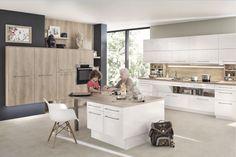 Kijk dit is ideaal, een keuken speciaal voor minder validen. Meer ruimte onder het werkblad, rekken die uit de kasten komen, een lage vaatwasser, een ovendeur die openklapt onder de oven en een eiland dat op hoogte kan worden versteld. Ook een dergelijke keuken kunnen we op maat voor u ontwerpen! www.ancordesign.nl