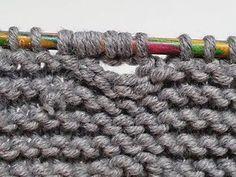 Verstärkte Knopflöcher stricken, Self-Reinforcing One-Row Buttonhole Easy Knitting, Knitting Stitches, Knitting Buttonholes, First Blog Post, Knit Patterns, Free Design, Diy Gifts, Knit Crochet, Weaving