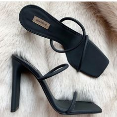 New Style Outfits Classy Shoes Ideas White Chunky Sandals, Black Chunky Heels, Chunky Sneakers, Black Booties, Black Heels, Low Heel Shoes, High Heels, Sandal Heels, Heel Boots