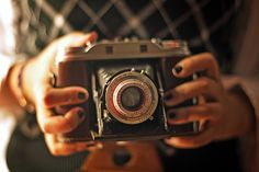 Images and videos of old camara Still Camera, Photo Lens, Old Cameras, Quotes About Photography, Camera Lens, Life Is Good, Rings For Men, In This Moment, Film