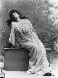 Sarah Bernhardt - Поиск в Google