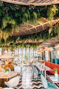 Luxury Home Decoration Ideas Greens Restaurant, Bar Restaurant, Tropical Interior, Tropical Design, Restaurant Interior Design, Cafe Interior, Restaurant Interiors, Commercial Design, Commercial Interiors