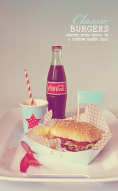 Fourth of July Menu. Hamburgers, Hotdogs, Chips and Coca-cola. Summer Party Themes, 4th Of July Party, Fourth Of July, Party Summer, Party Ideas, Usa Party, American Diner, American Food, American Party