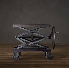 Я построил индустриальном стиле ножничный подъемный стол с множеством латунных болтов - Альбом на imgur