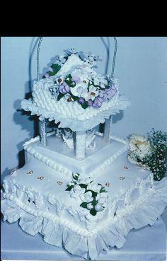 Canasta abierta flores de azucar.