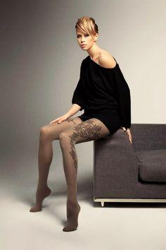 Pour connaître les détails de ce produit, cliquez sur ce lien --> http://www.shoes-cancan.com/scfr/carol-tights-brown-flowers-60-den-veneziana.html