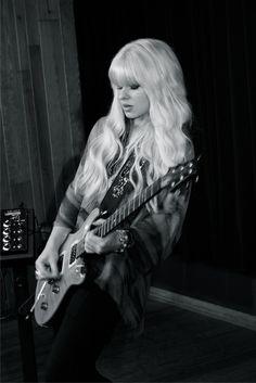 Orianthi love her hippi rocker vibe http://www.guitarandmusicinstitute.com http://www.guitarandmusicinstitute.com