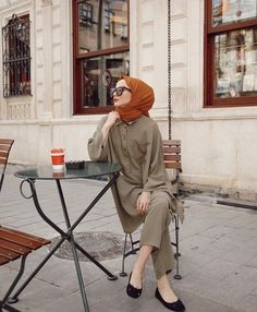 Super How To Dress Classy Casual Modest Fashion 59 Ideas Modern Hijab Fashion, Hijab Fashion Inspiration, Muslim Fashion, Modest Fashion, Dress Fashion, Casual Hijab Outfit, Hijab Chic, Classy Casual, Classy Dress