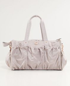 Stylish Lululemon bag to carry all of your gym necessities Lululemon Bags 5e7ce73ede272