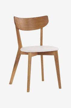 Klassisk trestol med stilrent, avrundet design. Kledd sete i kunstskinn. Stolens stamme er i massiv eik. Bredde 48 cm, dybde 47 cm, høyde 80 cm. Montér selv. Dining Chairs, Furniture, Home Decor, Design, Cheese, Decoration Home, Room Decor, Dining Chair