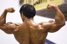 Allenamento ipertrofia delle varie fasce muscolari si basa su una serie d' esercizi di resistenza basati sul sollevamento pesi in super-serie.