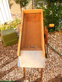 Making Arizona Placer Gold Flake Mining Easier: A Piece of Desert Equipment, the Dry Washer Gold Sluice Box, Gold Mining Equipment, Gold Miners, Panning For Gold, Gold Prospecting, Gold Diy, Gems And Minerals, Metal Detecting, Arizona