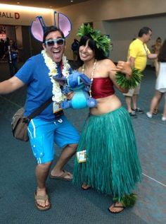SDCC 2014 Grumpy Dragon Cosplay as Lilo with an Aweome Stitch cosplayer Lelo And Stitch Costumes, Stitch Costume Diy, Stitch Halloween Costume, Partner Halloween Costumes, Costumes For Teens, Halloween Outfits, Halloween Diy, Lilo And Stick Costume, Lilo Costume