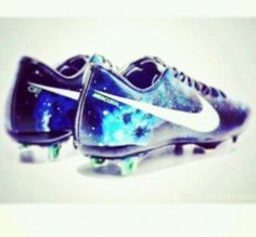 They are a beautiful, blue, white trainers. Her name is Mercurial Victory 4 CR7. They have a white dove, and they are really incredibles. They have a price of one thousand and two hundred