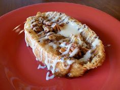 Joyful Homemaking: Recipes- Baked French Toast w/ Caramel Glaze What's For Breakfast, Breakfast Dishes, Breakfast Recipes, Breakfast Pastries, Brunch Dishes, Christmas Breakfast, Morning Breakfast, Yummy Treats, Yummy Food