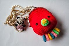~ Sweet wallet Squid ~ made by sweetcrochet. Crochet Wallet, Crochet Coin Purse, Crochet Backpack, Crochet Purses, Crochet Earrings, Love Crochet, Diy Crochet, Crochet Baby, Belt Purse