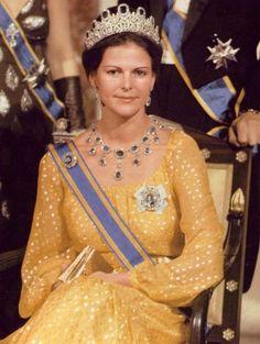 "Queen Silvia of Sweden and her ""Leuchtenberg Sapphire"" set."