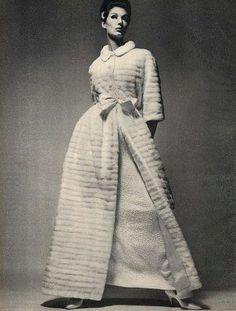 Simone D'Aillencourt in Cristobal Balenciaga, photo by Richard Avedon, 1962