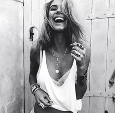 Shared by Angel Style. Find images and videos about girl, summer and black and white on We Heart It - the app to get lost in what you love. Mode Style, Style Me, Gypsy Style, Boho Gypsy, Pretty People, Beautiful People, Beautiful Smile, Sahara Ray, Look Boho