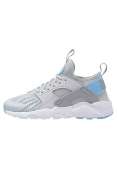 ee35f43d621a NIKE Huarache run ultra sneaker Low top shoe Cushioned inner sole for  comfort and performance Perforated