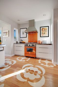 Blue and orange Kitchen Decor. Blue and orange Kitchen Decor. Orange Kitchen Walls, Orange Kitchen Decor, Eclectic Kitchen, Diy Kitchen, Stylish Kitchen, Recycled Kitchen, Kitchen Colors, Kitchen Ideas, Awesome Kitchen