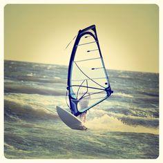 Todo tipo de aventuras puedes disfrutar en las costas mexicanas ¿Te apasiona el #windsurf? Pues averigua con tus operadores turísticos, porque tanto en la costa del Pacífico, como en el Golfo y el Caribe mexicano, tienes alternativas de este tipo.  http://www.bestday.com.mx/Vuelos/Aeromexico/