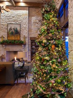 Outstanding Picture Ideas For Your Designer Xmas Trees : Terrific Designer Xmas Trees As Farmhouse Living Room With Christmas Tree Ornament Texture Wall Laminate Flooring And Ceiling Lights