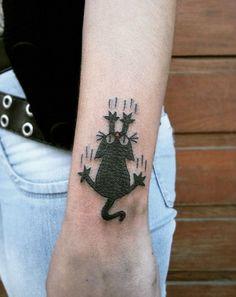 Tattoo Ideas That Every Cat Lover Must See Black Cat Tattoos, Mini Tattoos, Cute Tattoos, Small Tattoos, Kitten Tattoo, Cute Cat Tattoo, Arm Tattoos, Body Art Tattoos, Tatoos