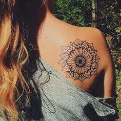 Tatuaggi mandala - Fiore di loto mandala sulla schiena