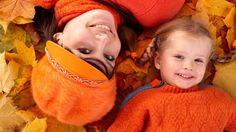 "6 ""Mommy & Me"" Fall Photo Ideas"