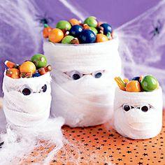 Manualidades Halloween. Vasos con forma de momia para hacer con niños - Manualidades para Carnaval y Halloween - Manualidades para niño...