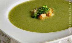 Supa crema de broccoli ,usoara,dietetica, gustoasa si sanatoasa. Reteta estefoarte usor si rapid de preparatn nu aveti niciun motiv sa n-o incercati. Soup And Salad, Thai Red Curry, Salads, Food And Drink, Vegan, Healthy, Ethnic Recipes, Soups, Cream