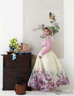 Korean traditional costume / HANBOK from 디자인 하우스 M. Korean Traditional Dress, Traditional Fashion, Traditional Dresses, Korean Fashion Trends, Korea Fashion, Asian Fashion, Korean Dress, Korean Outfits, Modern Hanbok