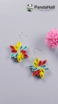 You can make it just by rolling it ♪ This time, I will introduce how to make snowflake earrings for Christmas. Let's challenge quilling while watching the video! Paper Quilling Earrings, Paper Quilling Cards, Quilling Work, Paper Quilling Tutorial, Paper Quilling Patterns, Origami And Quilling, Quilled Paper Art, Quilling Craft, Neli Quilling