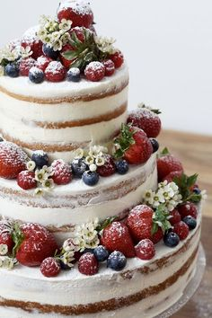 Naked Cake with Berries - Fruustillerbackt - delicious things that .- Naked Cake mit Beeren – fraustillerbackt – leckere Sachen, die glücklich machen Naked cake with berries – fraustillerbackt – delicious things that make you happy - Food Cakes, Beautiful Cakes, Amazing Cakes, Beautiful Birthday Cakes, Bolo Nacked, Bolos Naked Cake, Nake Cake, Cheesecake Wedding Cake, Crazy Cakes