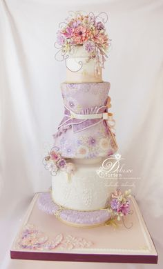 Cake show entry (Gold & Best in Class) by Milla - http://cakesdecor.com/cakes/244064-cake-show-entry-gold-best-in-class