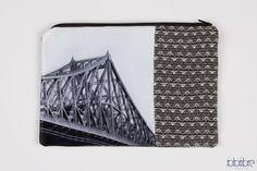 """Étui/Pochette,""""Pont Jacques-Cartier"""", 9x6"""",photo Icône de Montréal imprimé sur satin, noir &blanc"""